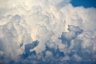 clouds-1473311_1280